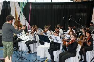 El grupo de cuerdas de la Escuela de Música Nuevo Horizonte, dirigido por el profesor Sergio Reyes.