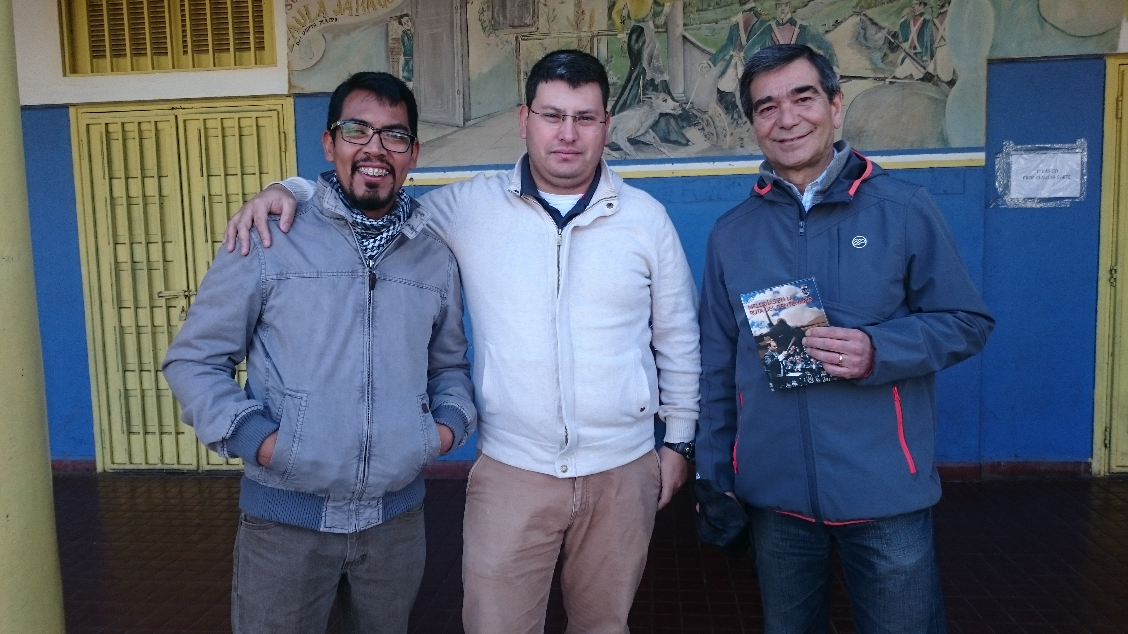 883f311508 Juan Flores, Director de la Orquesta Juvenil Nuevo Horizonte, el maestro  Giovanni Cabrera y Rodolfo Silva, Presidente de la CCNH Paine.